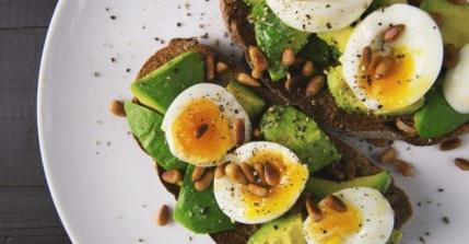 ¿Las dietas Keto son más efectivas que las hipocalóricas?