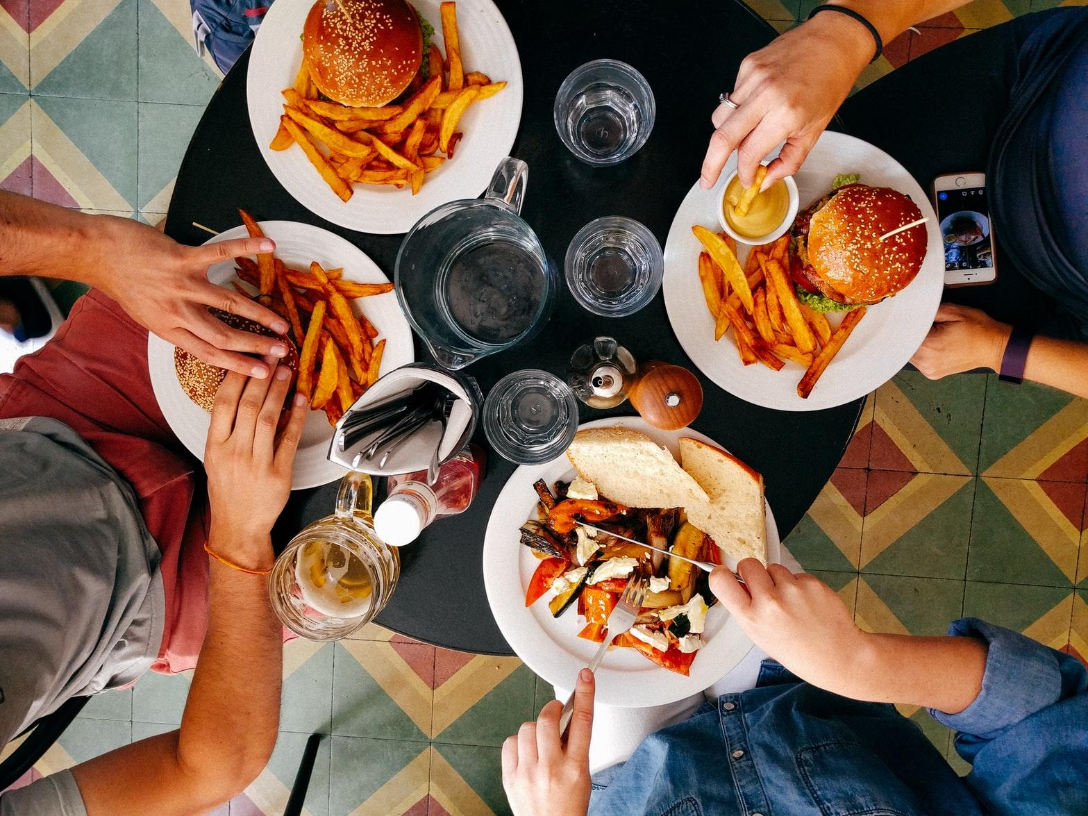 Cómo alimentamos nuestros problemas gástricos