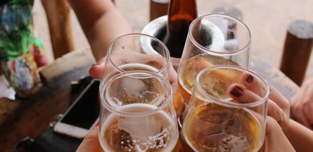 Aprendiendo sobre las calorías en las bebidas alcohólicas